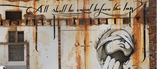 Mur avec citation All shall be egual before the law